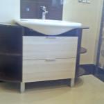 blackwhite umywalka o nieregularnym kształcie w meblach łazienkowych