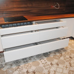 capri duże szuflady zabudowane w meblach kuchennych