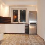 capri kuchnia nowoczesna z podłogą z płytek z wzorem mozaiki