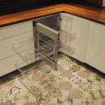 capri wysuwana półka w meblach do zabudowy kuchennej