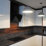 ellen białe szafki kuchenne z lakierowanymi frontami na wysoki połysk