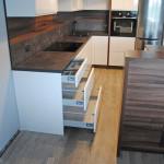 ellen przykład montażu dużych szuflad w meblach do kuchni na wymiar