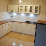 flavio meble kuchenne na wymiar z białymi lakierowanymi frontami szafek