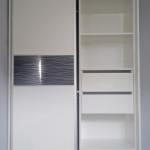 glasser przykład aranżacji wnętrza szafy przesuwnej