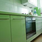 green zielone szafki kuchenne z zabudowanym piekarnikiem
